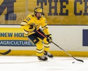Le premier choix au total Owen Power s'aligne avec l'université du Michigan.