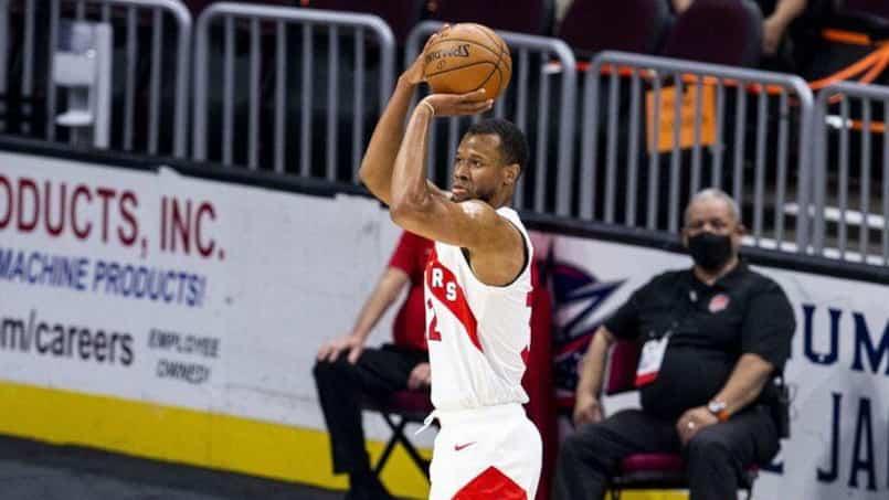 Un espoir des Raptors suspendu par la NBA