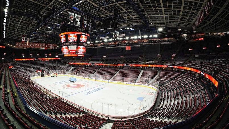 Des mises à pied chez les Flames et les Oilers
