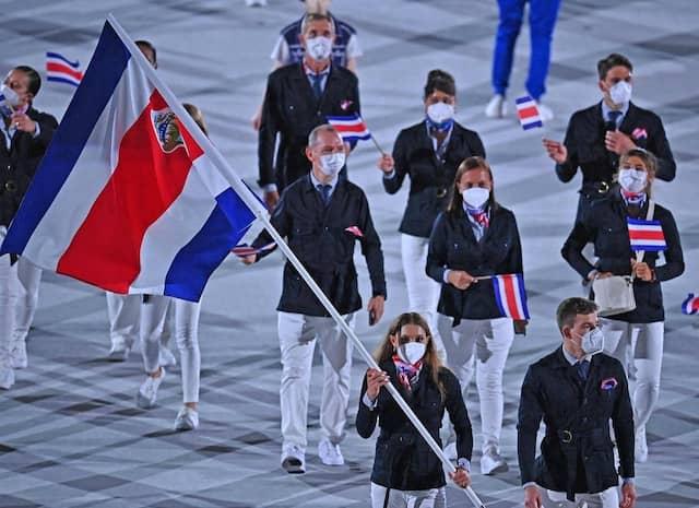 Les athlètes du Costa Rica entrent dans le Stade olympique.