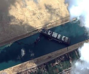 Egypt-SHIPPING-Suez