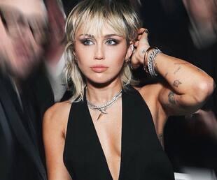 Image principale de l'article Avec qui Miley Cyrus a-t-elle perdu sa virginité