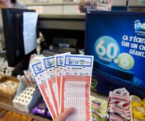 Le 20 mars dernier, en raison de la pandémie, la société d'État avait mis sur pause ses activités de vente de loteries, sauf en ligne.