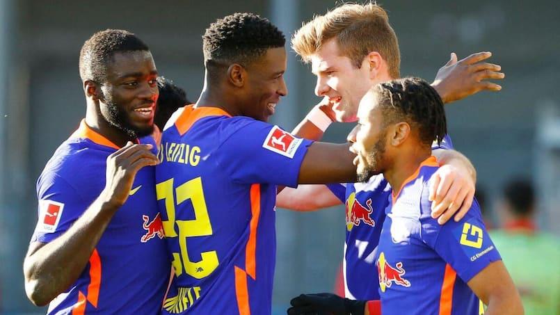 Leipzig prend la tête et met la pression sur le Bayern