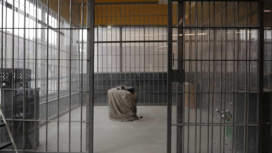 La « Cage à rage » permet de «soulager son stress » en brisant divers objets