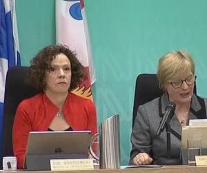 Sue Montgomery (à gauche) et la conseillère Magda Popeanu