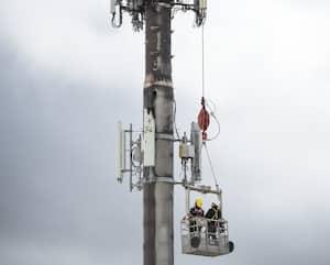 Une tour de télécommunication appartenant à Rogers a été visée par un incendie criminel, dans la nuit du vendredi 1er mai 2020, dans le quartier Chomedey, à Laval.