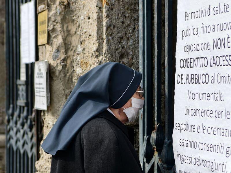 Coronavirus, 12 cas à Rome: 8 admissions à Spallanzani. Borrelli: «Situation sous contrôle»
