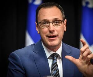 Le ministre de l'Éducation Jean-François Roberge, lors du dévoilement du plan de réouverture des écoles, le 27 avril dernier, au Parlement de Québec.