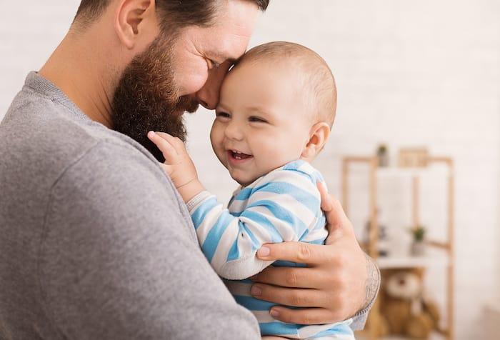 Nous devrions saisir chaque occasion de souligner l'importance du rôle que jouent les pères dans la vie de leurs enfants.