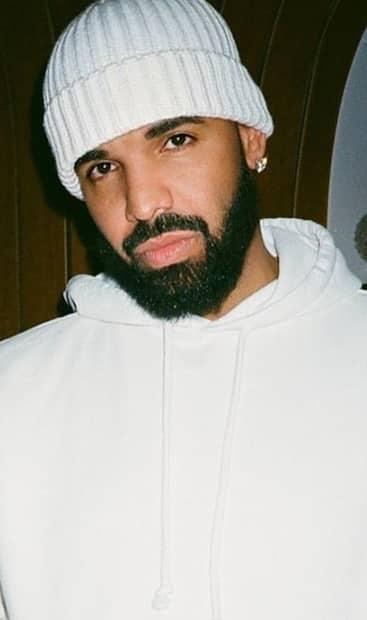 Image principale de l'article Drake dévoile les premières photos de son fils
