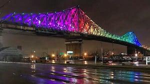 Image principale de l'article Le Jacques-Cartier de s'illumine en arc-en-ciel