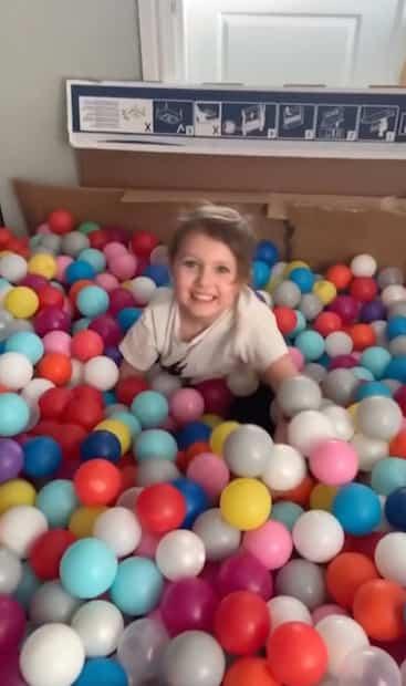 Image principale de l'article 26 000 balles de plastique dans son salon