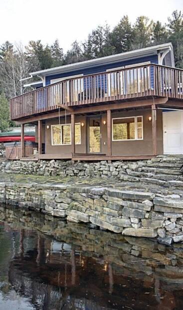 Image principale de l'article Une mini-maison au bord de l'eau pour 625 000$