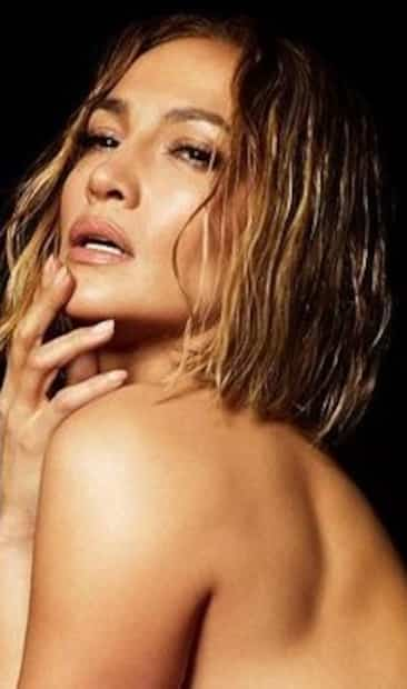 Image principale de l'article Jennifer Lopez pose flambant nue