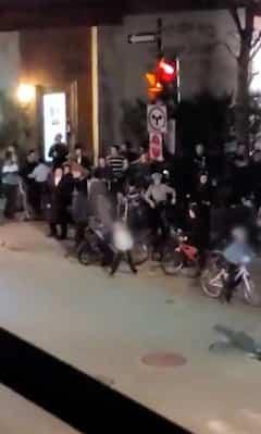 Manifestation anti-couvre-feu à Montréal: des enfants sortent dans la rue