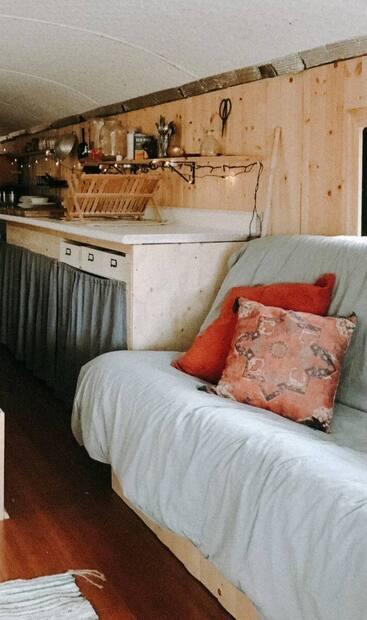 Image principale de l'article Un autobus converti en «shack» bohème à louer
