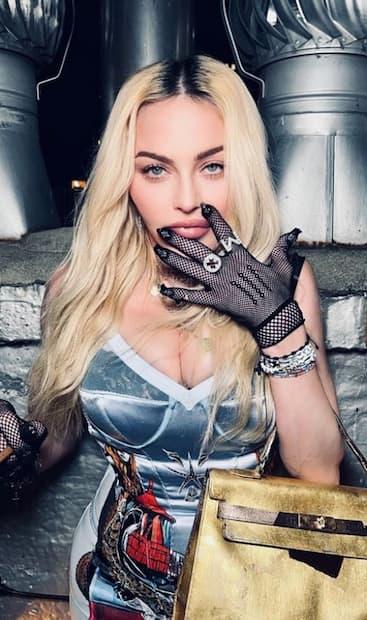 Image principale de l'article Madonna partage une création d'une artiste d'ici