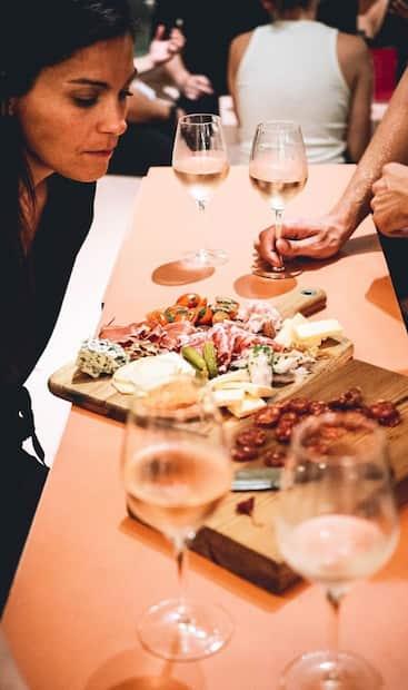 Image principale de l'article Un nouveau bar à vin trop cute ouvrira bientôt