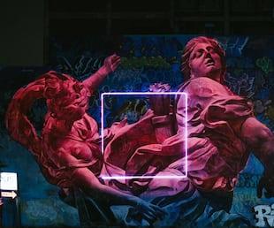 Image principale de l'article Cette murale s'illumine la nuit et c'est trop beau