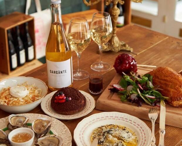 Image principale de l'article Le Bar Mamie lance son club de vin mensuel