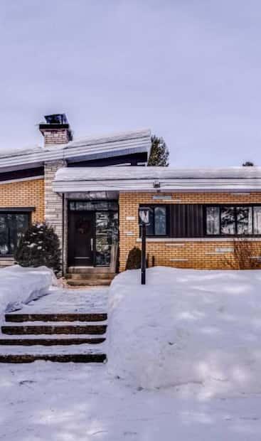 Image principale de l'article Une maison mid-century avec cinéma pour 639 000$
