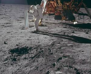 Ces empreintes sont toujours sur la Lune. Il en va de même pour les déchets des astronautes.