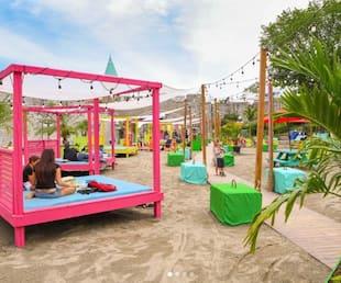 Image principale de l'article La place D'Youville se transforme en plage urbaine
