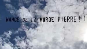 Image principale de l'article Une banderole étrange dans le ciel de Montréal