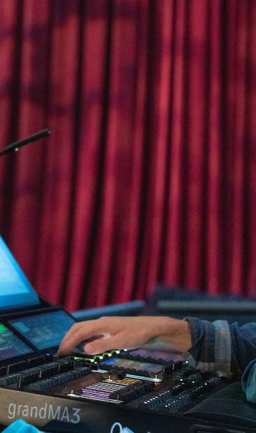 Tristan-Olivier Breiding, diplômé de l'École nationale de théâtre du Canada en création et production.