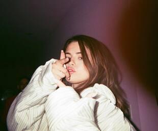 Image principale de l'article Selena Gomez reste à distance des réseaux sociaux