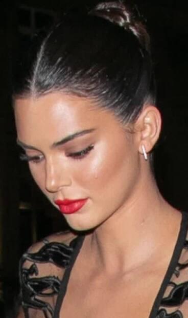 Image principale de l'article Comment recréer le chignon de Kendall Jenner
