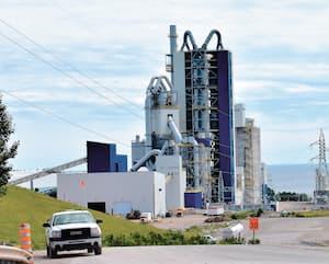 La cimenterie McInnis est à vendre depuis le début de 2020 après des années de controverse, notamment pour les dépassements de coût du projet.