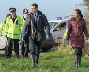 Mettant en vedette l'acteur Luke Evans, la série britannique <i>The Pembrokeshire Murders</i> raconte la traque d'un tueur en série.