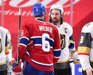 Les deux capitaines, Shea Weber et Mark Stone, lors de la traditionnelle poignée de main.