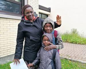 Victorine Hassan Abdoulaye appuie l'idée de tester tous les élèves de l'école primaire Sans-Frontière, que fréquentent ses deux garçons de 5 et 10 ans. «C'est vraiment une bonne idée, là, on va s'assurer de savoir qui est infecté et qui ne l'est pas», dit-elle.