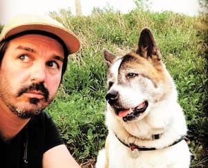 Damien Robitaille et son chien Suki