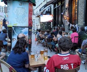 La terrasse du bar sportif Le Troquet Sport, sur la rue Saint-Jean, était remplie pour regarder le match.