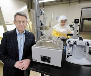 Le nouveau coronavirus fait l'objet de recherches, notamment par le D<sup>r</sup> Guy Boivin et son équipe, dans ce laboratoire du CHU de Québec inauguré en janvier dernier.
