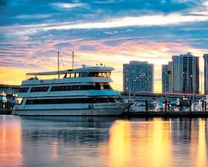 Fort Myers, que l'on nomme également la «City of Palms», a une population d'un peu plus de 80000 habitants.