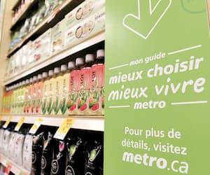 Les attributs de chaque produit répertoriépar le programmeMieux choisir mieux vivre de Metro sont repérables en magasin grâce à des étiquettes vertes, comme ici au supermarché Metro Plus de la route des Rivières, à Lévis.