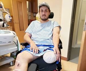 Pierre-Luc Morin déteste cette photo sur laquelle il constate dans quel état l'accident du 23septembre dernier l'a laissé.