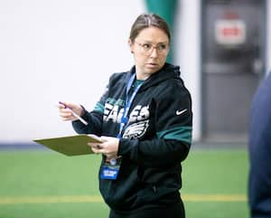 Catherine Raîche est coordonnatrice des opérations football et du personnel avec les Eagles de Philadelphie.