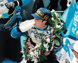 En 1995, Jacques Villeneuve a remporté la course mythique des 500 Milles d'Indianapolis, un exploit qu'aucun autre pilote canadien n'a réalisé jusqu'à ce jour.