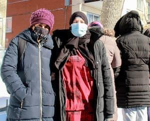 Zanouba Seid Djamous, Samah Aggoud et trois autres membres du groupe des mamans contre la violence à Montréal-Nord. Par crainte de représailles des gangs de rue, les trois dernières ont demandé l'anonymat.
