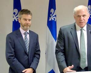 Le ministre de l'Économie, Pierre Fitzgibbon (à droite), au moment de la nomination de son proche ami, Guy LeBlanc, à la tête d'IQ, en avril 2019. M.LeBlanc fait partie des 571 bénéficiaires d'une prime, chez IQ, en 2019-2020.