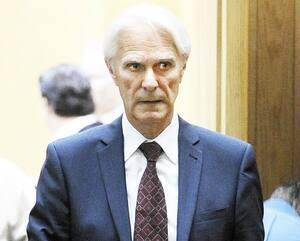 À 87 ans, l'ancien juge Paul Jolin connaît Jacques Delisle (en médaillon) depuis «plusieurs lunes» et est persuadé que son «grand ami» a été victime d'une erreur judiciaire. Jacques Delisle est emprisonné depuis 2012 pour le meurtre de sa femme.