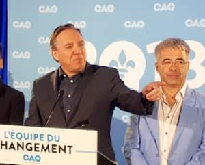 Stéphane Le Bouyonnec (à droite, en compagnie de Nadine Girault et François Legault) a été président de la CAQ jusqu'en 2018.