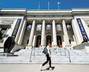 La façade du Musée des beaux-arts de Montréal qui fait l'objet d'une vérification commandée par le gouvernement du Québec.
