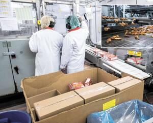 Les employés de l'usine d'Olymel à Saint-Hyacinthe mettent les bouchées doubles pour livrer plus de 15 millions d'ailes de poulet en prévision du Super Bowl.